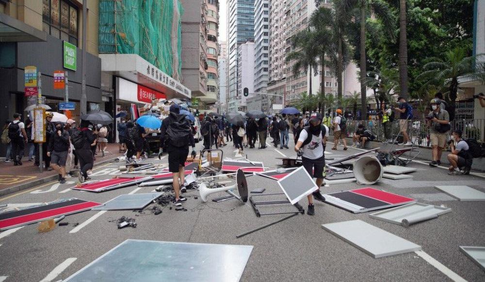 Người Hồng Kông biểu tình phản đối dự luật an ninh - Ảnh 1.