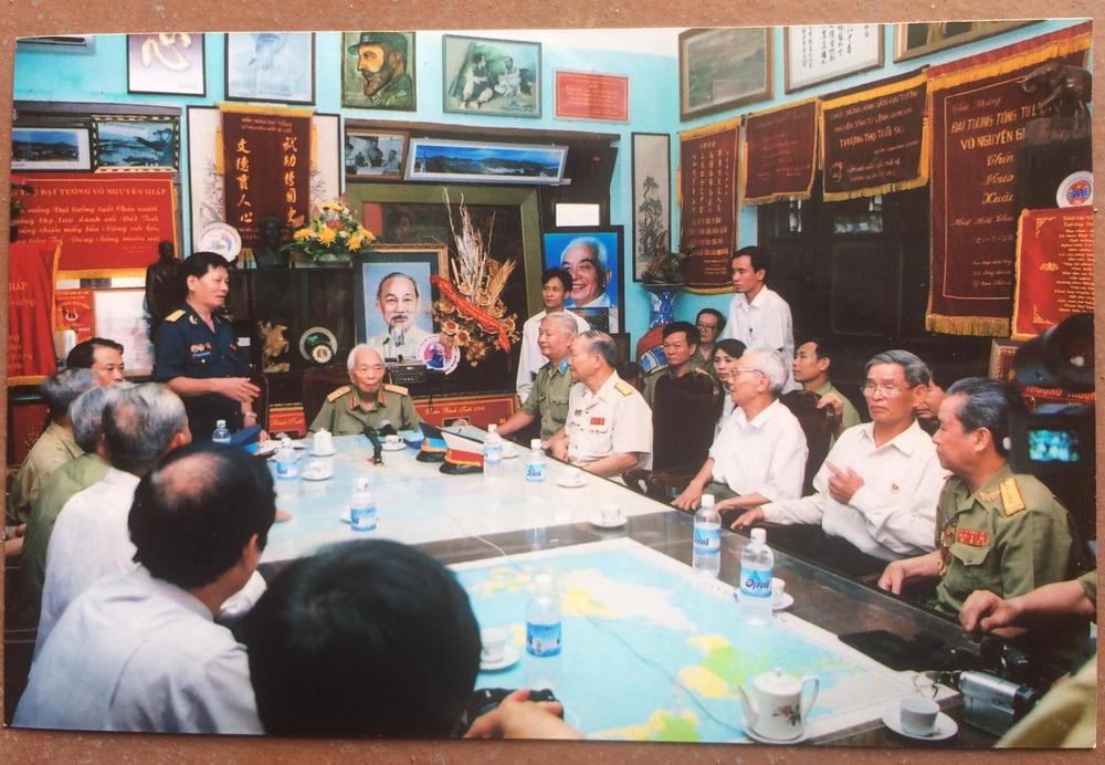 Đại tướng Võ Nguyên Giáp và buổi gặp đặc biệt với CCB trung đoàn TLPK chặn đứng lực lượng KQ Mỹ hùng hậu vào giải cứu phi công ở Sơn Tây - Ảnh 2.
