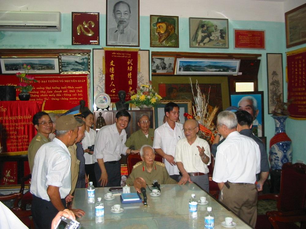Đại tướng Võ Nguyên Giáp và buổi gặp đặc biệt với CCB trung đoàn TLPK chặn đứng lực lượng KQ Mỹ hùng hậu vào giải cứu phi công ở Sơn Tây - Ảnh 4.
