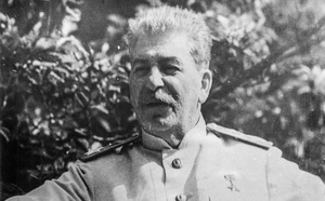 Số phận con cháu của lãnh tụ Stalin đầy quyền lực ở Liên Xô - ảnh 2