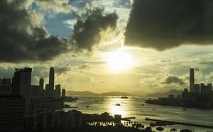2000 cảnh sát Hong Kong đột kích trụ sở, bắt giữ tổng biên tập tờ Apple Daily - ảnh 2