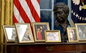 TT Biden bỏ nút gọi nước ngọt trên bàn làm việc của ông Trump - ảnh 5