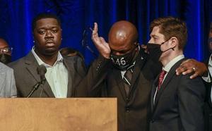 Mỹ: Gọi báo cảnh sát, thiếu nữ da màu bị chính cảnh sát bắn chết - ảnh 1