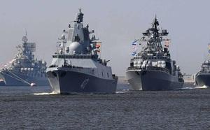 Vụ Nga 'bắn cảnh cáo' tàu Anh theo lời kể của phóng viên BBC tại hiện trường - ảnh 1