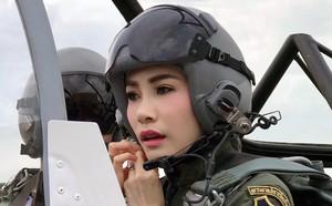 Loạt ảnh lặng lẽ cau mày trong góc khuất chứng minh cựu Hoàng phi Thái Lan vốn đã bị thất sủng từ lâu? - ảnh 1