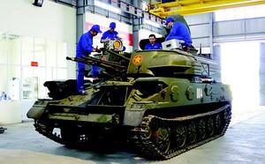 Xe tăng T-90 Nga không thương tiếc bắn bầm dập T-64 tương tự của Ukraine - ảnh 2