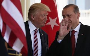 Ông Donald Trump: Mỹ đang giam cầm các tù nhân IS nguy hiểm nhất - ảnh 1