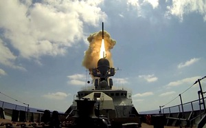Mang rocket và bay cực thấp, trực thăng Nga thách thức mọi âm mưu phá hoại lệnh ngừng bắn - ảnh 2