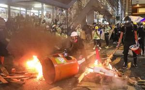 Hồng Kông căng như dây đàn: Bắc Kinh lại họp báo, 12.000 cảnh sát TQ tập trận sát đặc khu - ảnh 2