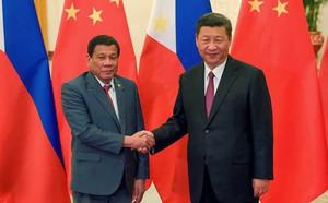 Tố TQ toan bịt miệng về vụ kiện biển Đông, ông Duterte dọa hủy họp với ông Tập Cận Bình - ảnh 1