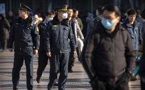 Giữa lo ngại virus corona lan rộng, Trung Quốc cấm công chức rời Vũ Hán - ảnh 1