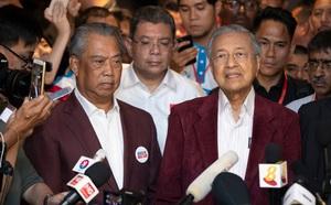 Thủ tướng Malaysia đối diện áp lực từ chức sau cái lắc đầu của Quốc vương - ảnh 2