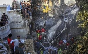 Tìm thấy hộp đen chiếc máy bay gặp nạn của Pakistan - ảnh 1