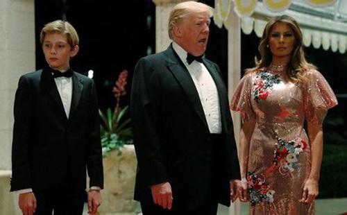 """Tổng thống Trump """"hét giá"""" 100.000 USD cho một bức ảnh chụp chung"""