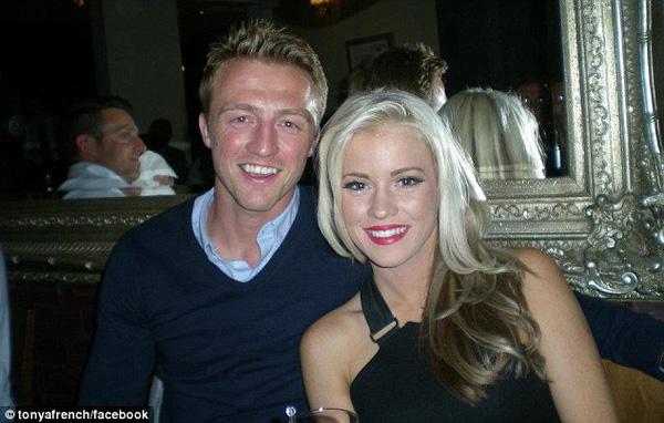 Lee Barnard và cô vợ sắp cưới xinh đẹp