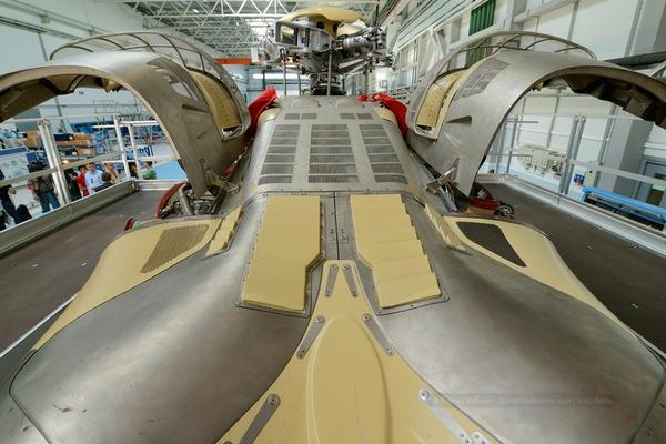 Phần vỏ của chiếc trực thăng Westland 139  trông như một siêu xe Ferrari