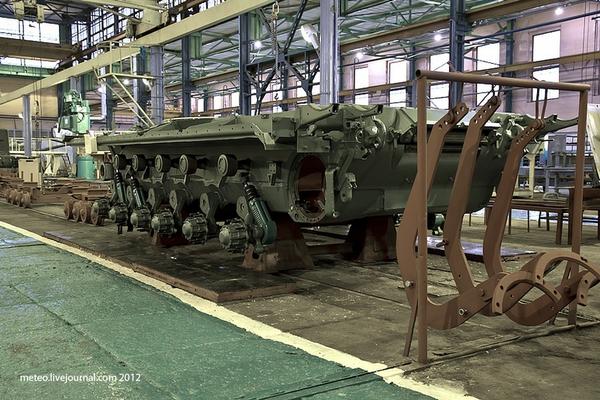 Khung chính của T-80U.
