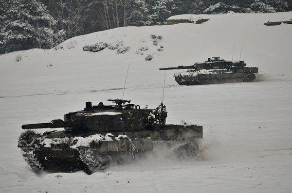 Tăng Leopard 2 của Lục quân Ba Lan phô diễn sức mạnh trên tuyết