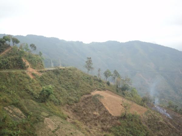 Một đèo ở Lào, đường đi nguy hiểm