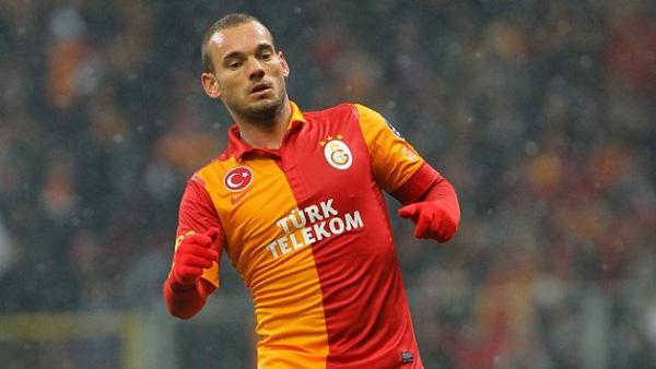 Tiền vệWesley Sneijder hiện rất muốn được đầu quân cho Chelsea để gặp lại người thầy cũ