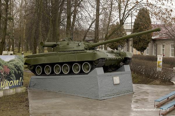 T-80 nặng 42,5 tấn và được trang bị pháo 125 mm có thể bắn với tốc độ 6-8 viên/phút.