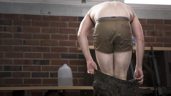 Tất cả các binh sĩ tham gia khóa huấn luyện được yêu cầu mặc quần soóc được thiết kế đặc biệt.