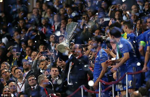 Benitez giành Europa League về cho Chelsea