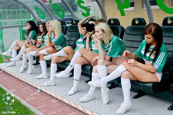 Băng ghế dự đội nào đây?