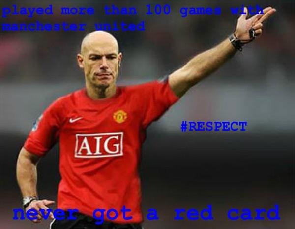 Hơn 100 trận không có thẻ đỏ, bảo sao người ta bảo ông là fan Man United