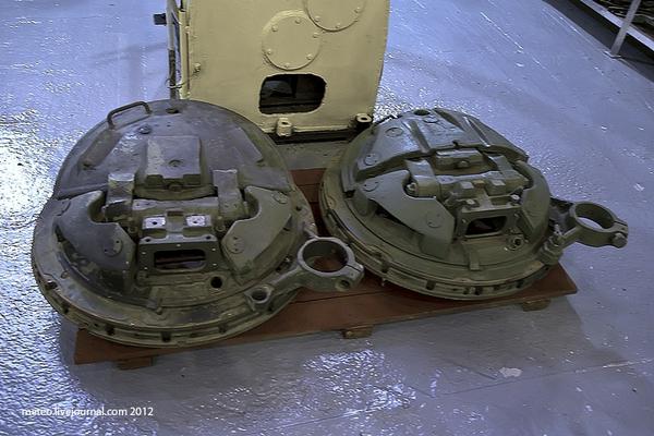 Cửa thép của xe tăng T-80.