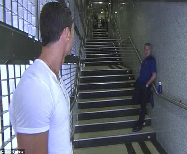 Trong trận cuối cùng của ông thầy Jose Mourinho tại Real, Cris Ronaldo đã không thể ra sân vì chấn thương lưng