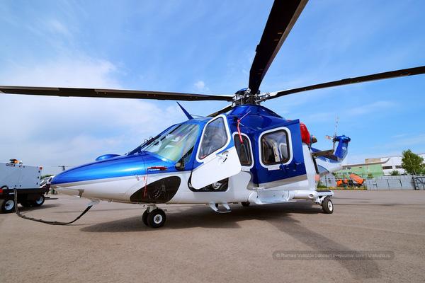 Một chiếc trực thăng trực thăng Westland 139 sau khi hoàn thành đang được bơm nhiên liệu để bay thử.