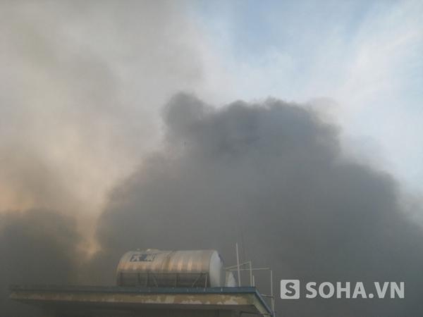 Đang cháy lớn tại khu công nghiệp Sóng Thần