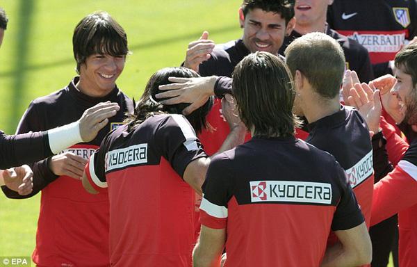Falcao từ biệt các đồng đội tại Atletico để chuẩn bị đến Monaco