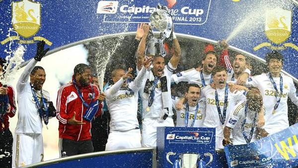 Những chú Thiên Nga xứ Wales cũng vừa có lần đầu tiên vô địch League Cup của Anh