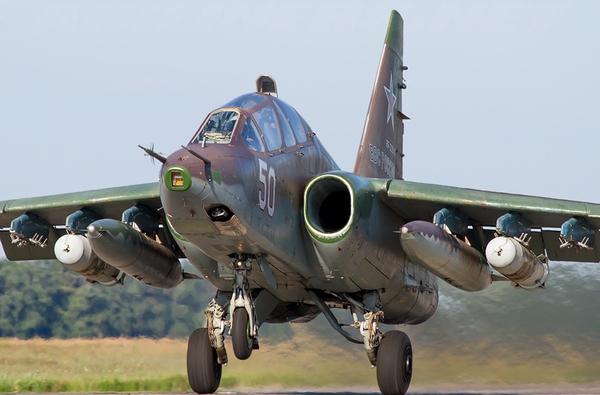 Và 4 biến thể huấn luyện chiến đấu hai chỗ ngồi Su-25UBK dành cho mục đích đào tạo phi công.