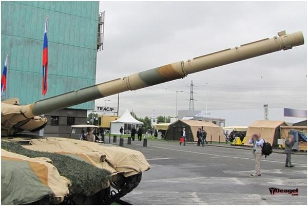 Tháp pháo 2A46 cỡ nòng 125mm của T-90.