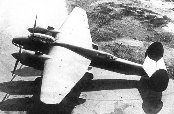 Máy bay ném bom hạng nhẹ hoạt động ban ngày Tu-2 do Cục thiết kế Tupolev (Liên Xô) phát triển từ những năm 1940. Loại máy bay này đã được sử dụng trong suốt cuộc Chiến tranh Vệ quốc Vĩ đại của nhân dân Liên Xô cho tới cuộc chiến tranh Triều Tiên.