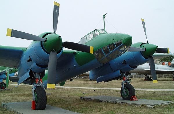 Máy bay trang bị 2 động cơ cánh quạt Shvetsov Ash-82 cho phép đạt tốc độ 521km/h, tầm bay hơn 2.000km, trần bay tới 9.000m.