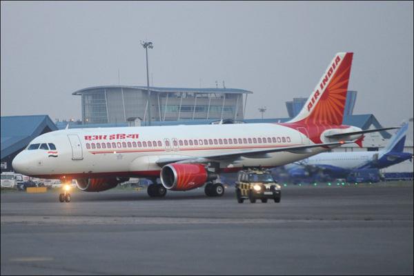 Máy bay hạ cánh khẩn cấp vì cơ trưởng đi toilet