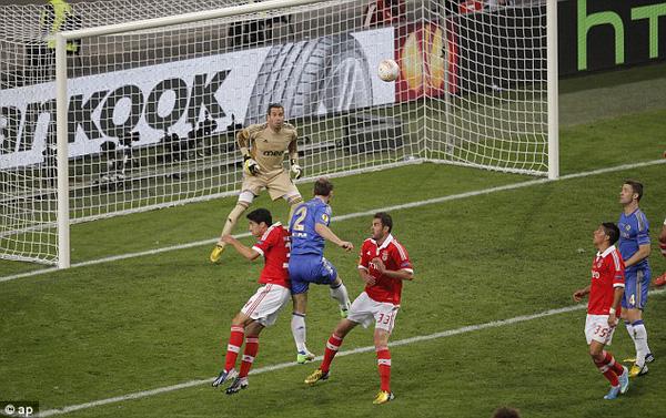 Pha đánh đầu kỹ thuật của Ivanovic mang về chiến thắng cho Chelsea