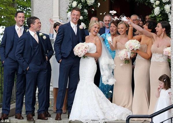 Jonny Evans rạng rỡ như hoa trong ngày cưới