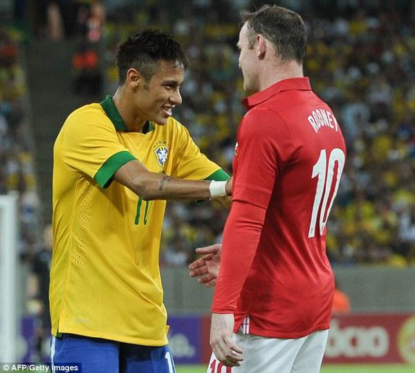 Neymar cười nói, bắt tay với Rooney sau khi kết thúc trận đấu