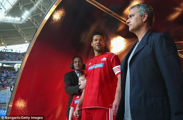 Mourinho đã có mặt trong trận đấu tôn vinh Michael Ballack