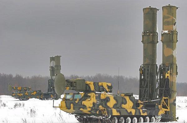 Xe phóng 9A82M thiết kế với 2 ống phóng.