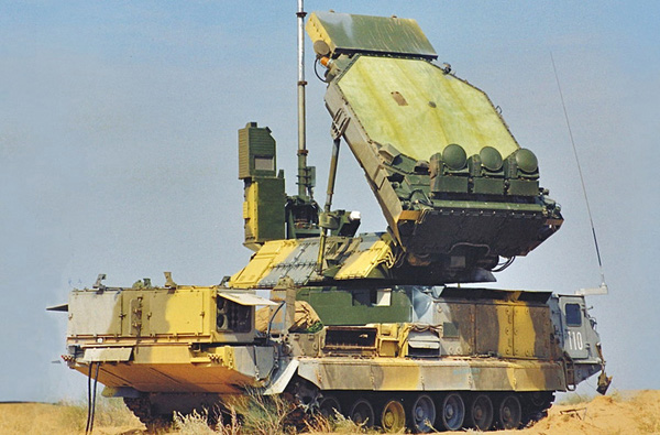 Đài radar điều khiển hỏa lực (dẫn đường tên lửa) 9S32 có tầm hoạt động 140-150km, theo dõi cùng lúc 12 mục tiêu, khóa đồng thời 6 mục tiêu.