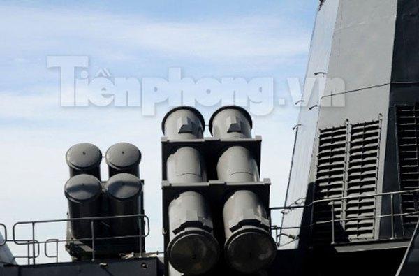 Ngoài P-15 Termit, hầu hết các tàu chiến hiện đại của Việt Nam đều sử dụng tên lửa hành trình chống tàu cận âm Kh-35 Uran-E. Tên lửa có thể mang đầu đạn nặng 145kg, tầm bắn 130km. Ảnh minh họa
