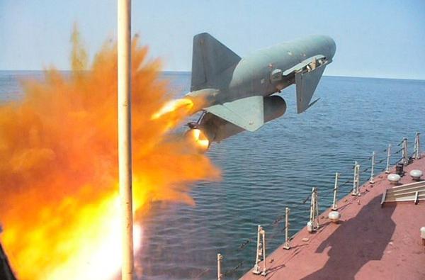 Kh-31A là loại tên lửa chống hạm siêu âm đầu tiên trên thế giới được trang bị cho máy bay chiến đấu chiến thuật. Tên lửa trang bị động cơ ramjet cho phép đạt tốc độ tối đa gấp 2 lần vận tốc âm thanh, tầm bắn 50km. Với đầu đạn nặng tới 610kg, Kh-31A có thể đánh chìm những chiến hạm cỡ lớn. Ảnh minh họa