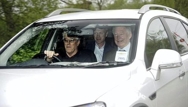 David Moyes xuất hiện tại trung tâm huấn luyện Carrington bên cạnh Sir Alex