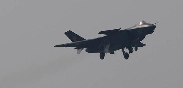 """""""Niềm tự hào"""" của Trung Quốc chỉ là """"đống sắt vụn"""" biết bay?"""
